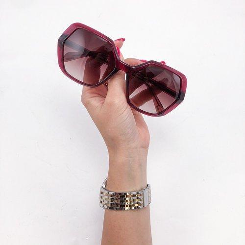 Brezčasna očala, ki sporočajo, da je ženska s takimi očali močna in samozavestna, povrh vsega pa ima dober okus! 😍  Veš,...